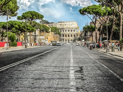 Italian economy enters in recession and Rome struggles with holes in the street