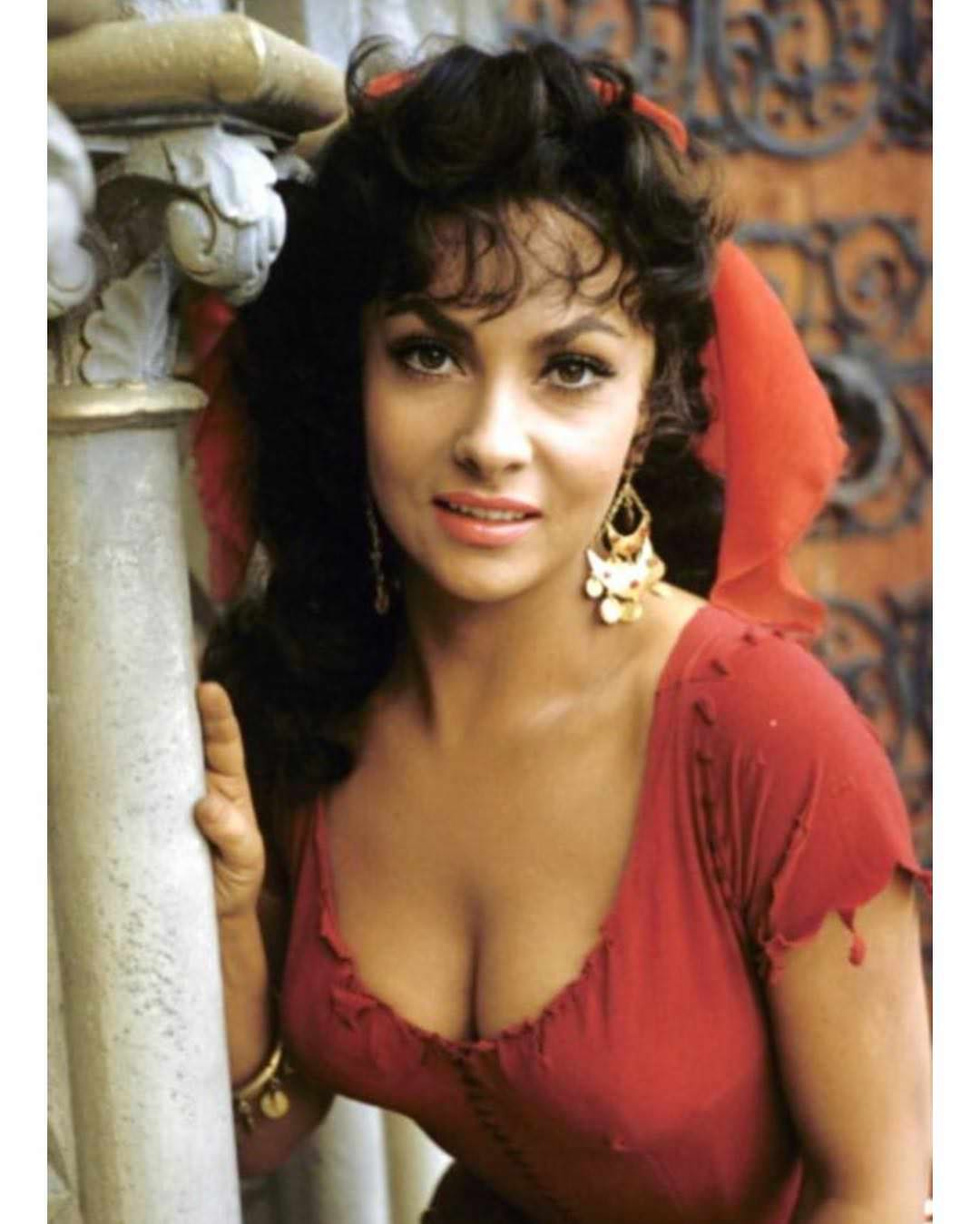 a scene from The Hunchback of Notre Dame (1956). Gina Lollobrigida